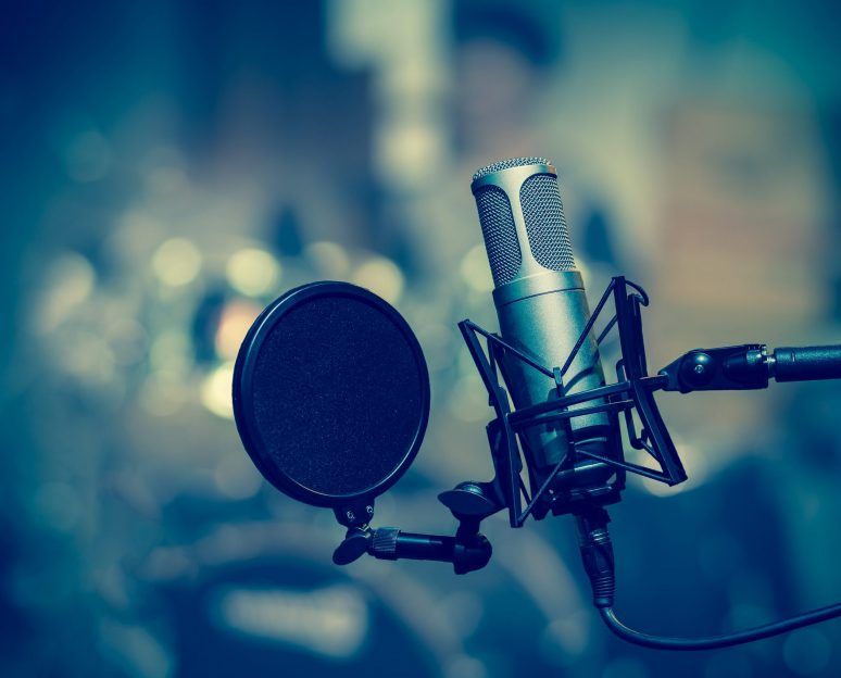 Professional,Condenser,Studio,Microphone,Over,The,Musician,Blurred,Background,,Musical